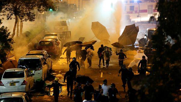 Tüntetők és rendőrök néztek farkasszemet a hongkongi egyetemen