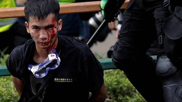 Les soldats chinois, en embuscade à Hong Kong, n'attendent qu'un ordre