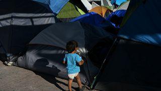 Un enfant réfugié dans un campement à Matamoros, au Mexique