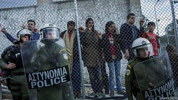 لاجئون في مخيم موريا على جزيرة ليسبوس اليونانية