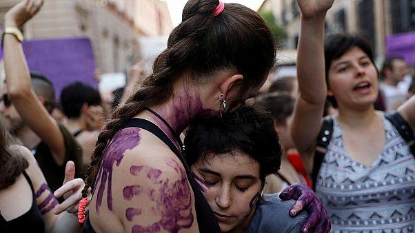 Video: Avrupa kadına yönelik şiddete karşı ne yapıyor? Euronews gazetecileri anlatıyor
