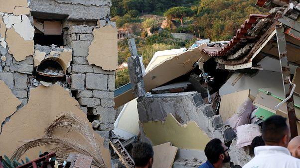 Casas devastadas tras el terremoto que sufrió Ischia en 2017