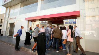 شاهد: المصارف اللبنانية تعيد فتح أبوابها
