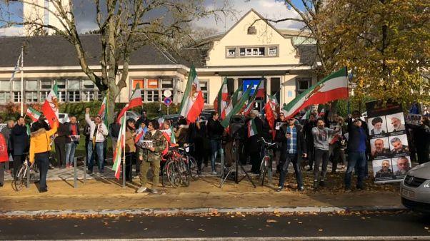 تجمع مخالفان جمهوری اسلامی در برابر سفارت ایران در بروکسل و پاریس