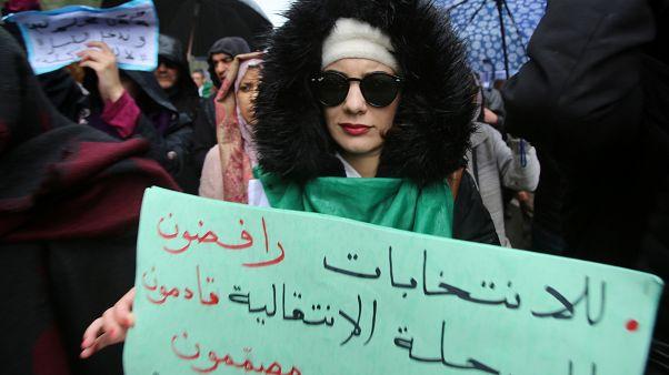 شاهد: مسيرارت جزائرية رافضة للانتخابات وقائد الجيش يتحدث عن هبة شعبية