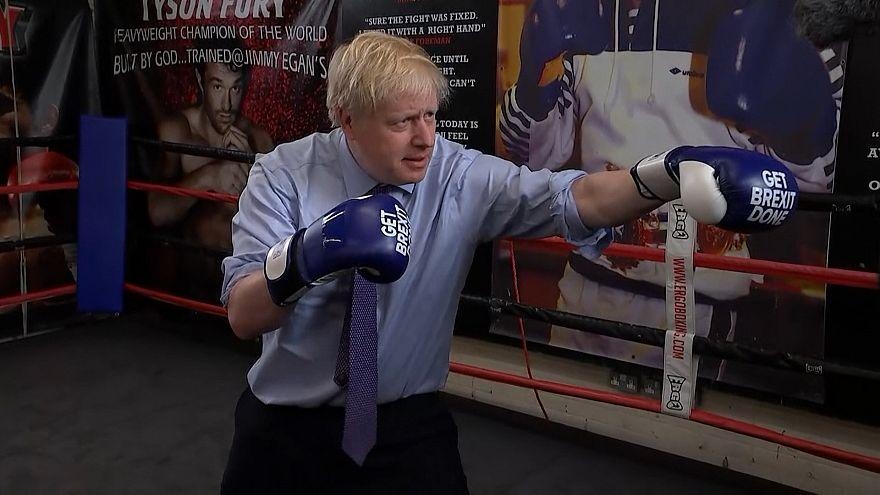 Boris Johnson enfile les gants de boxe avant son débat télévisé
