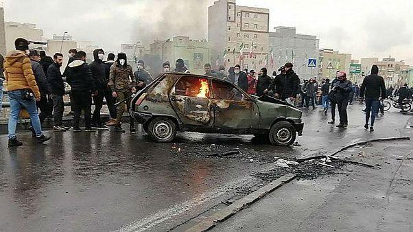 از بقای حکومت تا «رضاشاه روحت شاد»؛ گفتوگو با عباس میلانی درباره اعتراضهای ایران