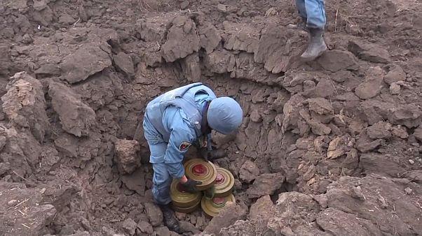 В Донбассе работают саперы
