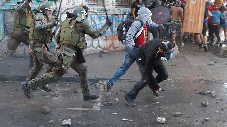 Chile no se calma: enfrentamientos violentos en Santiago