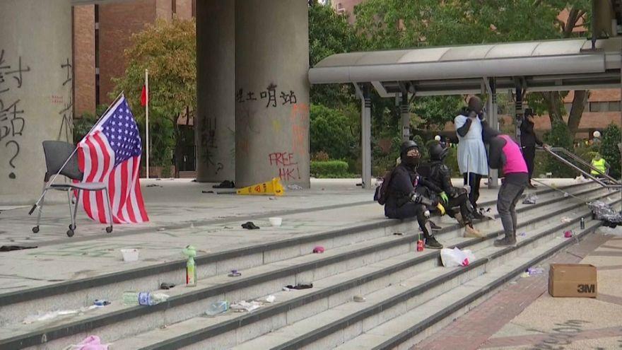Гонконг: Политехнический университет не сдается властям