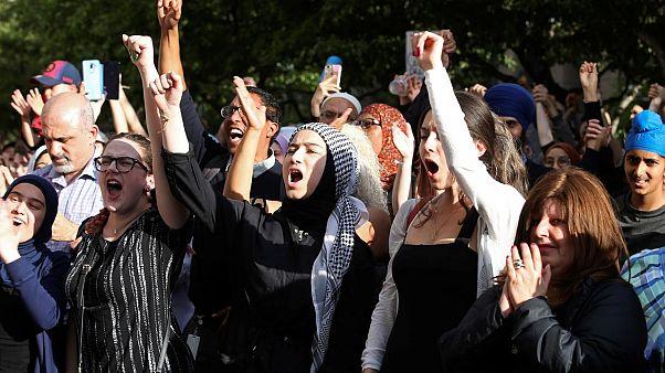 Kanada'da dini sembollerin yasaklanması protesto edildi