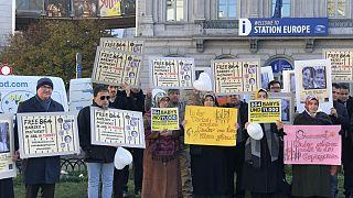 """20 Kasım Dünya Çocuk Hakları Günü: AP önünde """"Türkiye'de bebekler serbest bırakılsın"""" eylemi"""