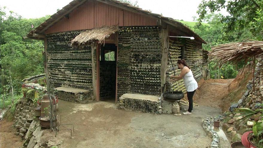 Au Brésil, une maison fabriquée avec plus de 6 000 bouteilles en verre