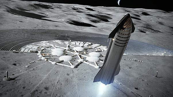 SpaceX Ay'a ilk nakliyatını 2022'de yapacak