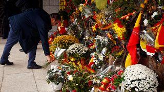 Centenares de españoles celebran el 44º aniversario de la muerte de Franco