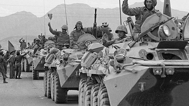 Sovyet askerleri Afganistan'dan çekilirken