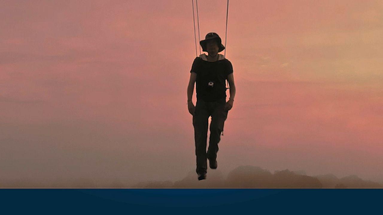 Wandern auf Wolken – Grenzerfahrungen des Performancekünstlers Abraham Poincheval
