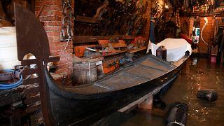 Venezia: la strada in salita degli artigiani di gondole