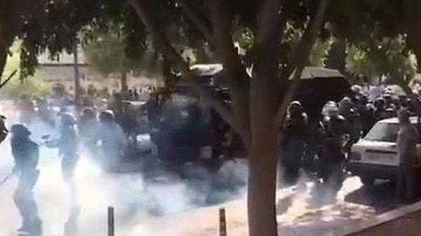 اعتراضها به افزایش قیمت بنزین در ایران بهشکل «کمسابقه» سرکوب شد