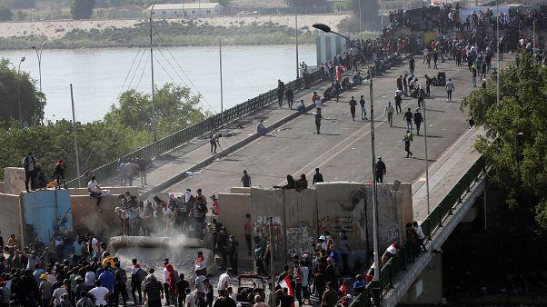 احتجاجات العراق تطال موانئه وضغوط دبلوماسية لحل الأزمة