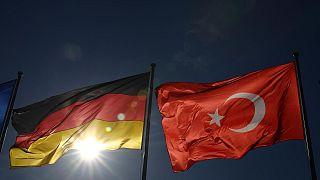 Alman ve Türk bayrakları