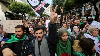 صورة لطلبة متظاهرين في العاصمة الجزائرية