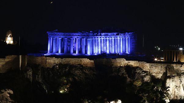 Η Ακρόπολη στο μπλε της UNICEF για τα παιδιά