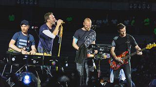 Coldplay çevreye faydalı bir yol bulana kadar turneye çıkmama kararı aldı