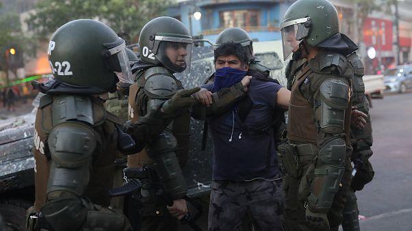 Los carabineros chilenos suspenden el uso de perdigones y balines en las protestas