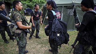 Malezya'nın kuzeyinde bir operasyona katılan güvenlik güçleri