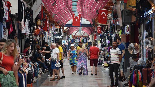 OECD, yatırımların düşmesi ve jeopolitik belirsizlikler konusunda Türkiye'yi uyardı