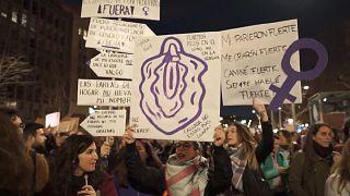 مسيرة في إسبانيا تطالب بمناهضة العنف المنزلي ضد المرأة