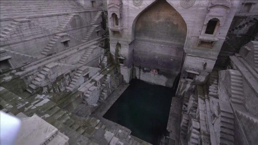 Exibição de saltos para a água na Índia