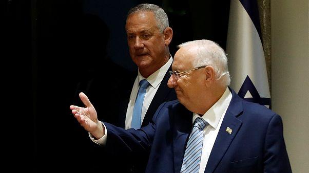 رووین ریولین، رئیس جمهوری اسرائیل در کنار بنی گانتس، رقیب انتخاباتی بنیامین نتانیاهو