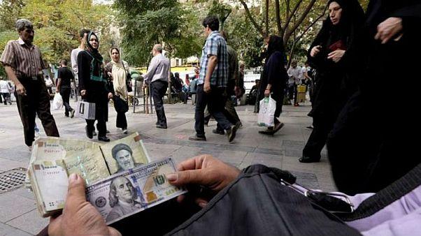 کاهش نرخ دلار؛ ۷۰ درصد شوک ارزی گرانی بنزین خنثی شد