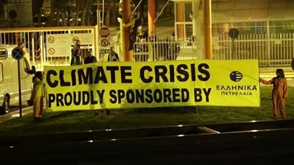 Ελλάδα: Κατάληψη της Greenpeace στα ΕΛΠΕ