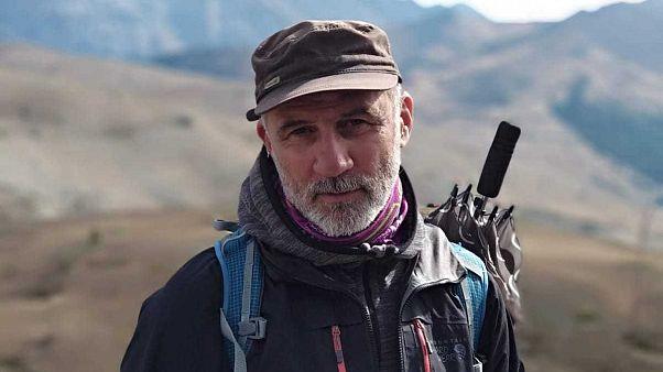 """Nessun """"crimine di solidarietà"""": guida alpina che aiutò migranti sulle Alpi assolta in appello"""