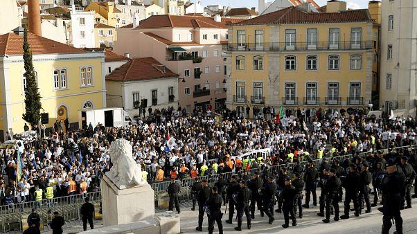 Multitudinaria manifestación de policías en Lisboa
