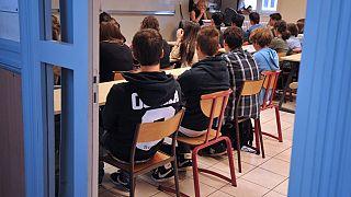 Fransa'da lise öğrencilerine hipnoz ile İngilizce dersi