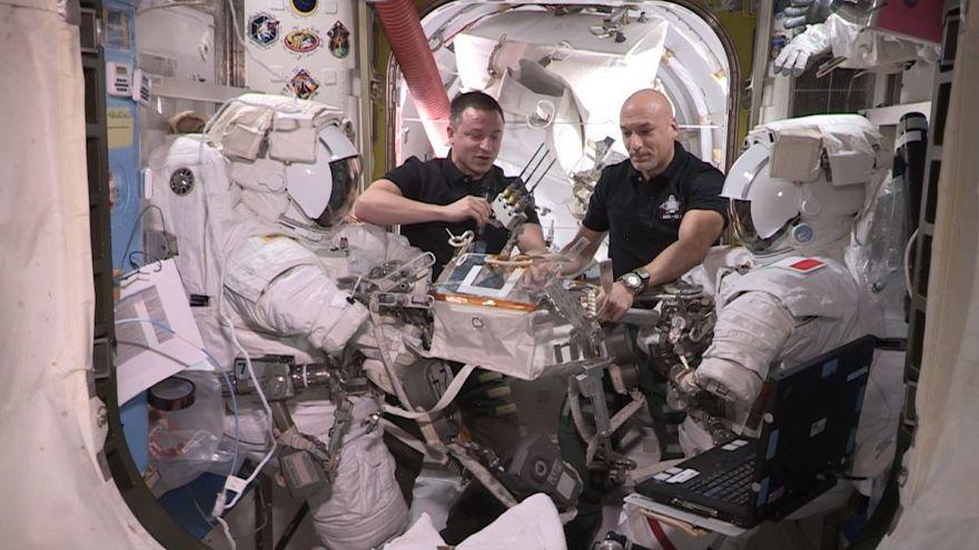 گزارشهای یورونیوز از فضا؛ انجام چیزی شبیه «عمل قلب باز» در فضا