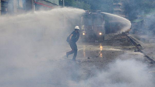شاهد: اشتباكات عنيفة بين متظاهرين وقوات الأمن في تشيلي