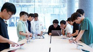 Güney Kore'de ergenlerin akıllı telefon bağımlılığından kurtulması için 'detoks kampları'