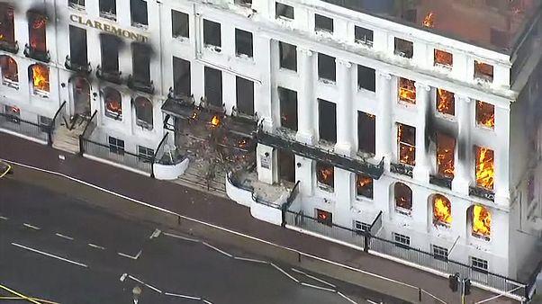 فرو رفتن هتل بریتانیایی در کام شعلهها