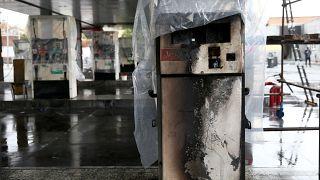İran'daki akaryakıt zammı protestoları sırasında çok sayıda benzin istasyonu tahrip edildi