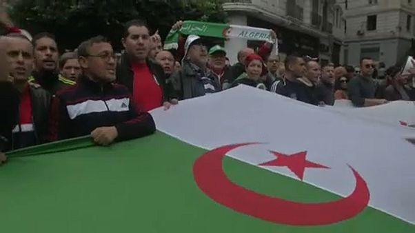 Ογκώδης διαδήλωση στο Αλγέρι ενάντια στην «παλαιά φρουρά εξουσίας»