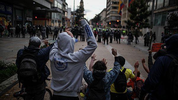 Kolombiya'daki genel grev protestolarında 3 kişi öldü; hükümet diyalog masasına oturmak istiyor