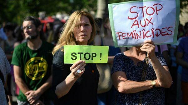 Fransa'da 30 kentte kadına karşı şiddet ve cinayetler protesto edildi