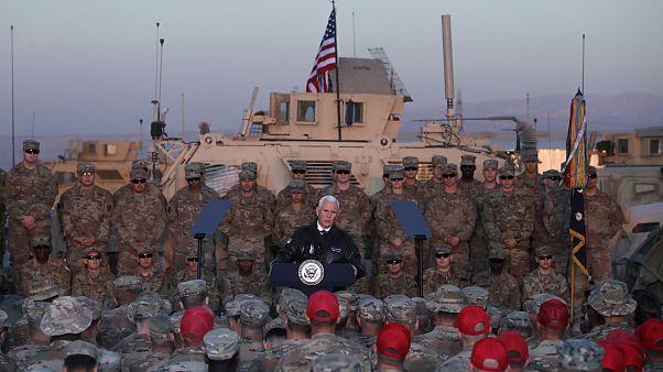 Mike Pence faz visita surpresa ao Iraque