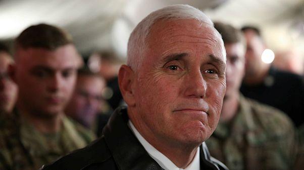 پنس در سفر به عراق خواستار احترام به حق آزادی بیان معترضان شد