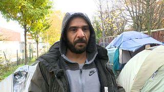 يقول العراقي مشعل الشمري إن الحيوان يعيش أفضل من المهاجرين واللاجئين في المخيم الباريسي